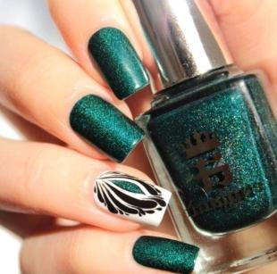 Зеленый маникюр, темно-зеленые ногти с красивым рисунком