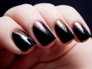 Геометрические рисунки на ногтях, черный угловой маникюр на блестящей основе