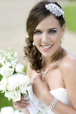 Свадебные прически распущенные волосы на средние волосы, очаровательная свадебная прическа на средние волосы
