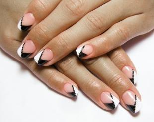 Двойной френч на ногтях, диагональный черно-белый френч