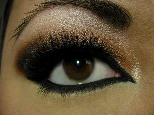 Арабский макияж, великолепный вариант макияжа для нависшего века