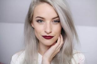 Макияж для блондинок с красной помадой, макияж для голубых глаз и пепельных волос