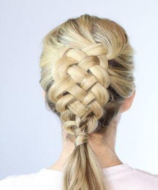 Быстрые прически на длинные волосы, прическа на основе французской косы из четырех прядей