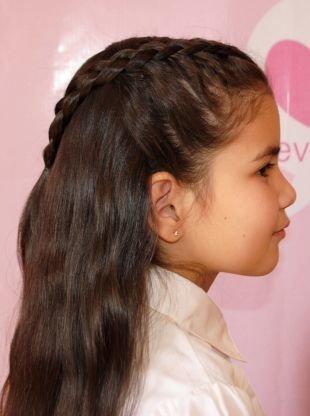 Темно коричневый цвет волос на длинные волосы, детская прическа с плетением