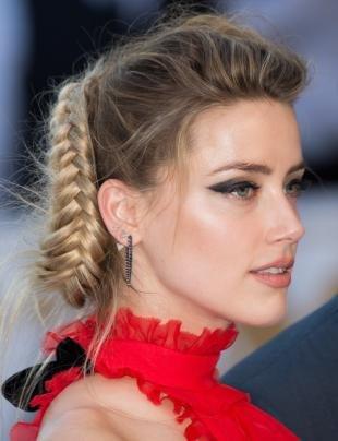 Мышиный цвет волос на длинные волосы, вечерняя прическа с плетением