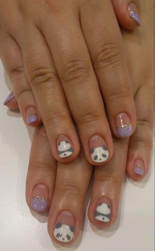 Дизайн ногтей с фольгой, сиреневый френч с пандами
