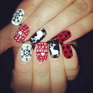 Красные ногти с рисунком, разноцветный новогодний маникюр