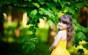 Светло каштановый цвет волос на длинные волосы, детская прическа на выпускной с локонами