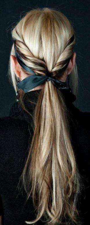 Цвет волос мокко блонд на длинные волосы, прическа на каждый день с ленточкой