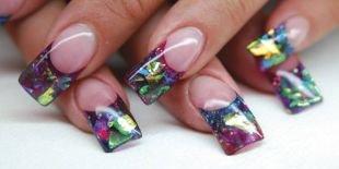 Дизайн нарощенных ногтей, стильный френч с эффектом битого стекла