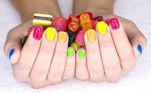Радужный маникюр, разноцветный шеллак маникюр
