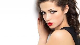 Макияж для брюнеток с красной помадой, макияж для карих глаз