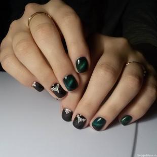 """Рисунки блестками на ногтях, маникюр с гель-лаком """"кошачий глаз"""""""