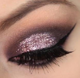 Восточный макияж для голубых глаз, вечерний макияж с блестящими тенями