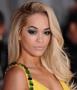Макияж под желтое платье, яркий макияж смоки айс для блондинок