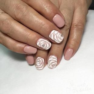 Маникюр с розами, оригинальные розы на ногтях