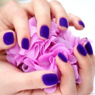 Маникюр на широкие ногти, фиолетовый бархатный маникюр