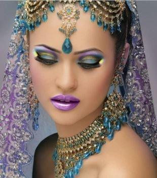 Восточный макияж для карих глаз, необычный индийский макияж в сиреневом тоне