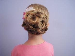 Праздничные прически для девочек на средние волосы, элегантная прическа на средние волосы