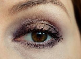 Темный макияж для шатенок, макияж для карих глаз под синее платье