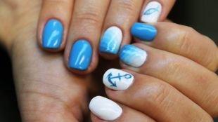 Морской маникюр, бело-голубой маникюр с рисунками - якорь, рыбка