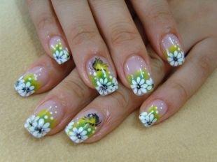Маникюр с цветами, ромашки акриловыми красками на ногтях