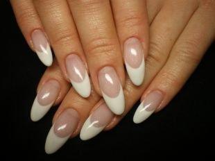 Дизайн нарощенных ногтей, белый френч на выпускной