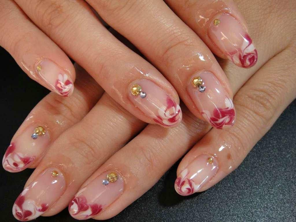 Маникюр со стразами — 25 фото идей красивого оформления ногтей
