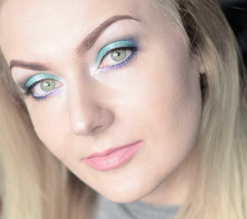 Макияж на овальное лицо и зеленые глаза фото