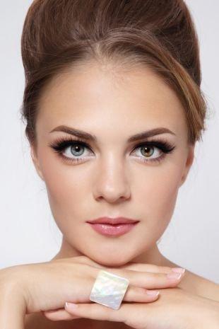 Макияж для шатенок, макияж на 1 сентября с тонкими черными стрелками