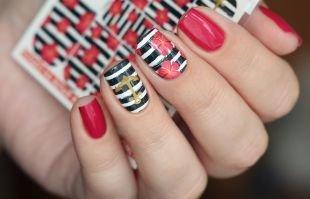 Черный дизайн ногтей, использование слайдеров для маникюра