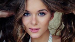 """Макияж для голубых глаз и русых волос, макияж в стиле """"нюд"""" для вытянутого лица"""