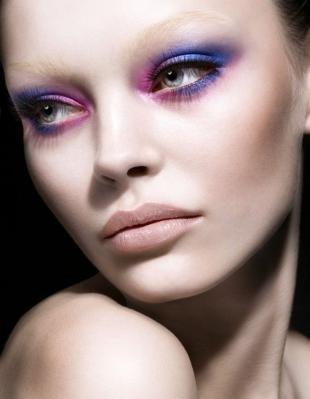 Авангардный макияж, макияж серых глаз с синими и фиолетовыми тенями