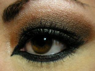 Макияж для каре-зелёных глаз, насыщенный макияж для нависшего века