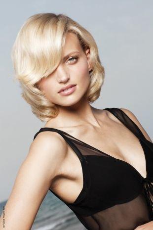Жемчужный цвет волос на средние волосы, стрижка каре для вьющихся волос