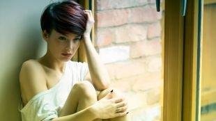 Модные женские прически на короткие волосы, модная прическа для коротких волос с объемом на макушке