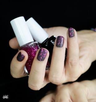 Маникюр на очень коротких ногтях, черный матовый маникюр с розовыми блестками