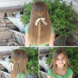 Натурально русый цвет волос, прическа для девочки с ленточкой