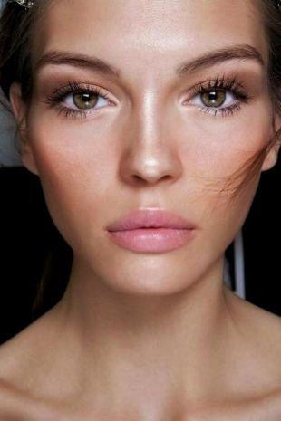 Макияж для брюнеток с зелеными глазами, сияющий летний макияж