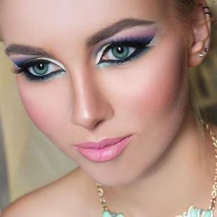 Свадебный макияж с фиолетовыми тенями, яркий макияж для невесты
