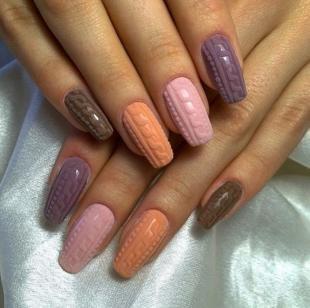 Осенние рисунки на ногтях, разноцветный вязаный маникюр