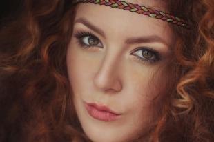 Макияж для карих глаз под синее платье, макияж для этнического образа