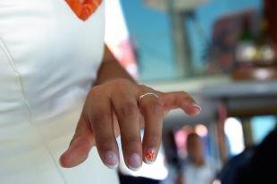 Разноцветный маникюр, свадебный белый френч с оранжевым цветком