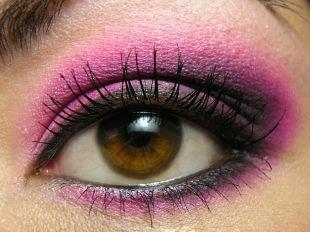 Макияж для каре-зелёных глаз, макияж для карих глаз в розовой палитре