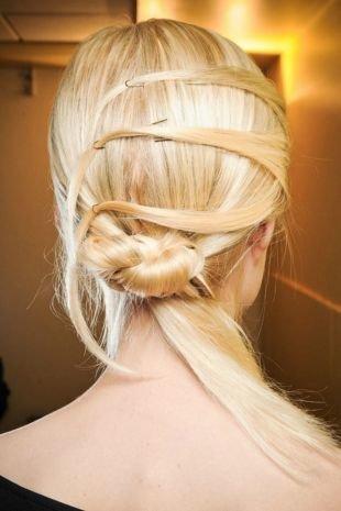 Пшеничный цвет волос, простая прическа на последний звонок