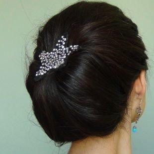 Прическа бабетта, элегантная прическа на длинные волосы с красивой заколкой