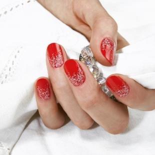 Красно-белый маникюр, красный маникюр на короткие ногти