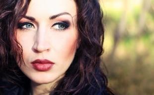 Темный макияж для серых глаз, интенсивный макияж для серых глаз и темных волос
