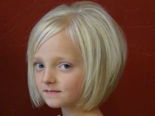 Праздничные прически на короткие волосы, естественная детская прическа на выпускной