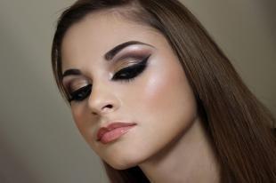 Вечерний макияж для карих глаз, яркий макияж глаз со стрелками